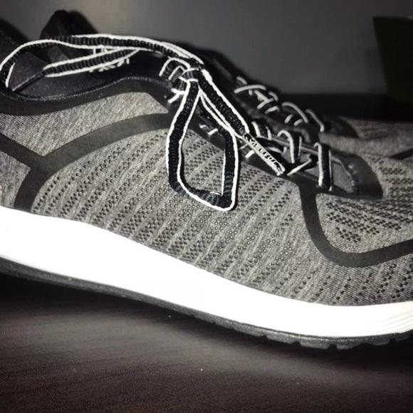 Zapatillas gris adidas bounce bounce 9 gris Zapatillas poshmark mujers 8478f1 3a9a81